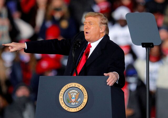 U.S. President Donald Trump gestures while campaigning for Republican Senator Kelly Loeffler on the eve of the run-off election to decide both of Georgia's Senate seats, in Dalton, Georgia, U.S., January 4, 2021. REUTERS/Brian Snyder/File Photo