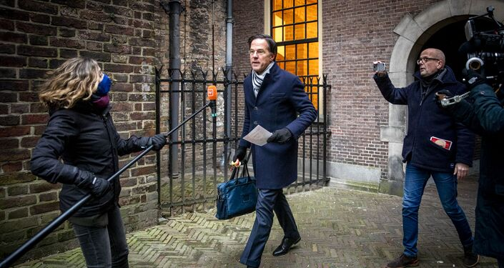 Dutch Prime Minister Mark Rutte is surrounded by the press as he arrives before the Council of Ministers at the Binnenhof in The Hague on January 15, 2021, where the ministers are meeting to discuss the political consequences of the benefits affair.