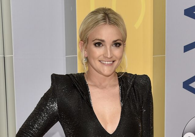 Jamie Lynn Spears arrives at the 50th annual CMA Awards at the Bridgestone Arena on Wednesday, 2 November 2016, in Nashville, Tennessee