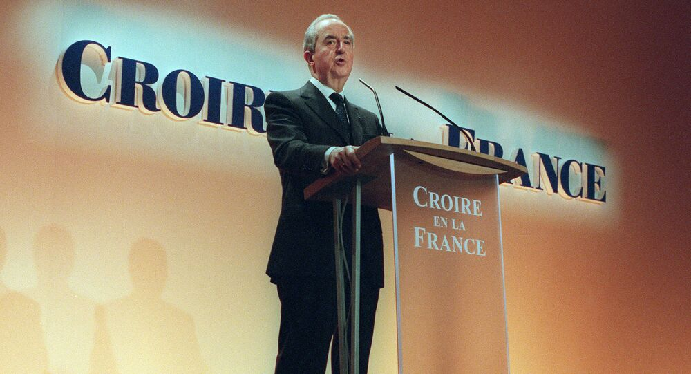 (FILES) In this file photo taken on February 13, 1995 in Paris French Prime Minister and presidential candidate Edouard Balladur speaks on stage during a presidential campaign meeting