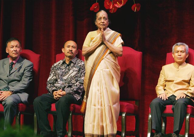 Dr. V. Shanta of India, one of the two Ramon Magsaysay awardees this year for Public Service,  stands to greet the audience during awarding  ceremony Wednesday, Aug. 31, 2005 at the Cultural Center of the Philippines in Manila