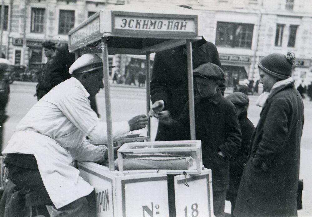 Children buy eskimo ice cream in the Soviet Union, 1935.