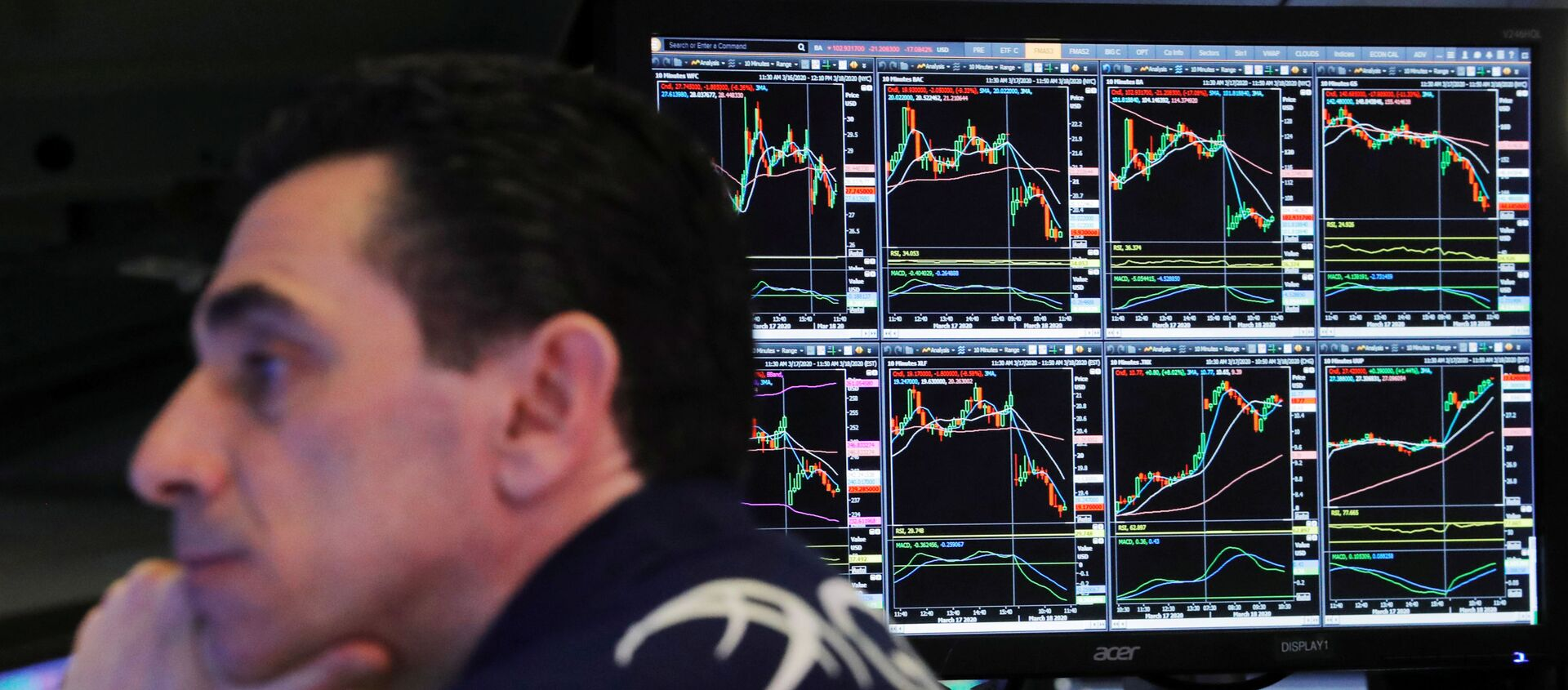 A trader at the New York Stock Exchange works as markets continue to react to the coronavirus disease (COVID-19) inside of the NYSE in New York, U.S., March 18, 2020 - Sputnik International, 1920, 08.02.2021