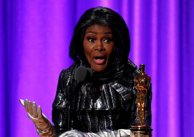 FILE PHOTO: U.S., November 18, 2018 - Honoree Cicely Tyson accepts her Honorary Academy Award. REUTERS/Mario Anzuoni/File Photo