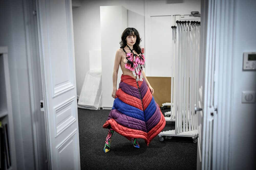 A model wears a creation of French fashion designer Charles de Vilmorin on 27 January 2021 in Paris.