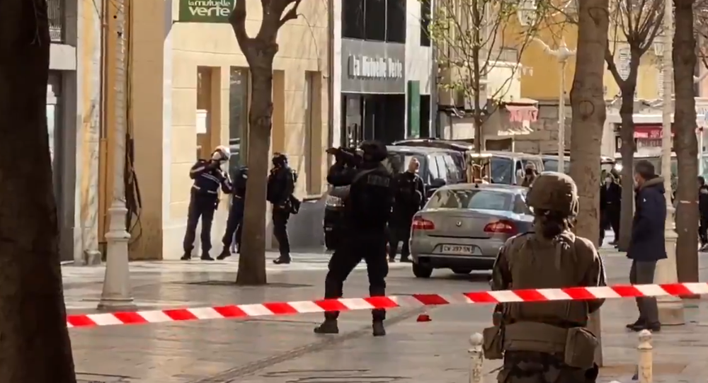 Screengrab from footage of a police operation in downtown Toulon to apprehend an individual who threw a box containing a human head out the window of a local building.  Monday, February 1.