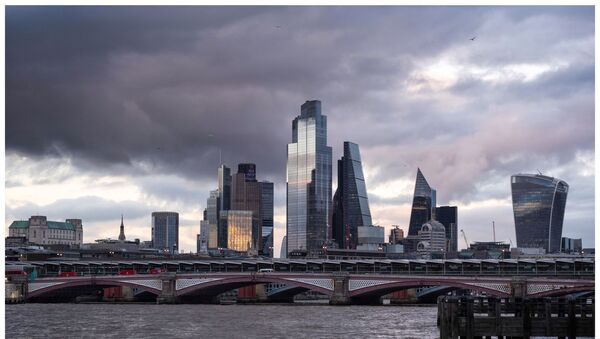 City of London with dark clouds - Sputnik International