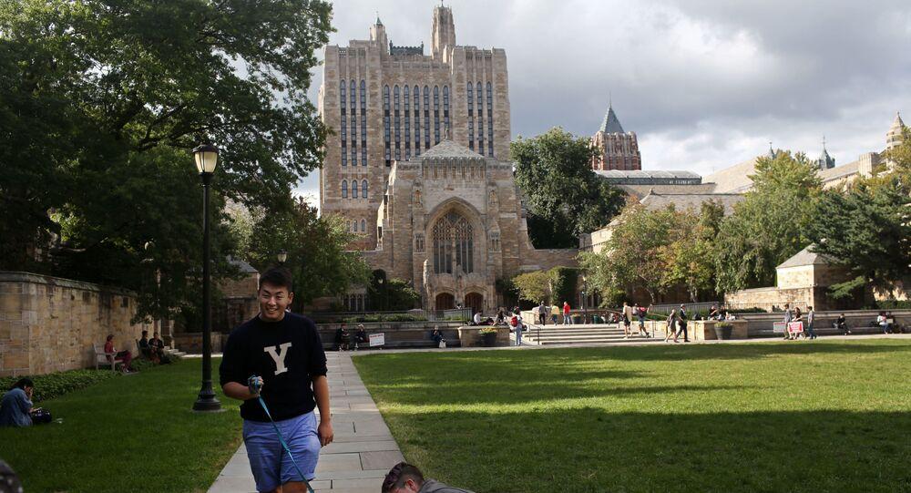 Students walk through Yale University