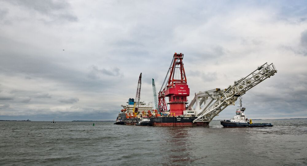 Pipe-laying vessel Fortuna leaves the port of Wismar