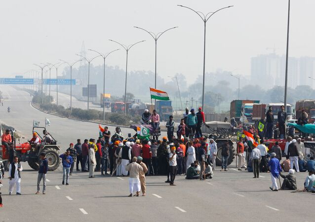 Farmers take part in a three-hour chakka jam or road blockade, as part of protests against farm laws on a highway on the outskirts of New Delhi, India, February 6, 2021. REUTERS/Adnan Abidi