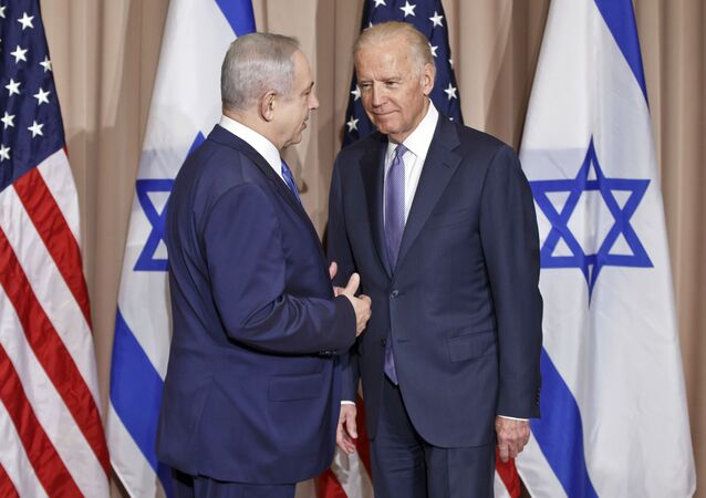Israeli Prime Minister Benjamin Netanyahu, left, and US Vice-President Joe Biden pose for the media before a meeting on the sidelines of the World Economic Forum in Davos, Switzerland, Thursday, 21 January 2016.