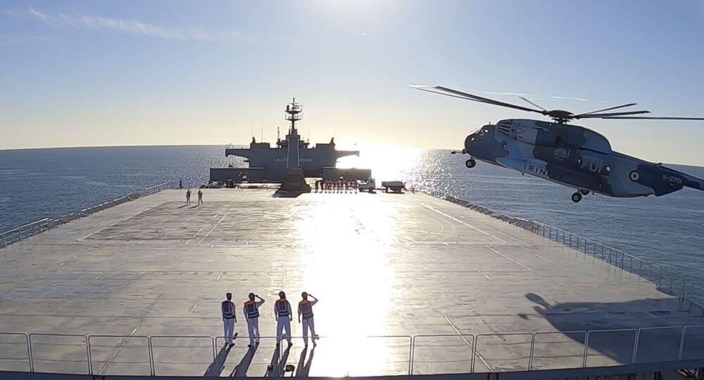 Iran's navy short-range missile drill
