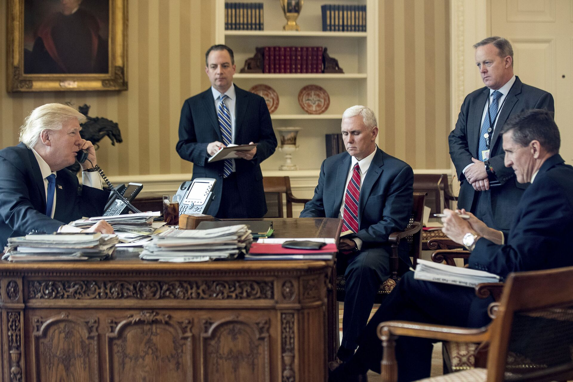 In this Jan. 28, 2017, file photo, President Donald Trump accompanied by, from second from left, Chief of Staff Reince Priebus, Vice President Mike Pence, White House press secretary Sean Spicer and National Security Adviser Michael Flynn speaks on the phone with Russian President Vladimir Putin in the Oval Office at the White House in Washington - Sputnik International, 1920, 07.09.2021