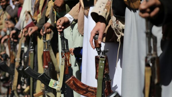 Houthi supporters hold their weapons during a demonstration outside the U.S. embassy against the United States over its decision to designate the Houthis a foreign terrorist organisation, in Sanaa, Yemen January 18, 2021 - Sputnik International
