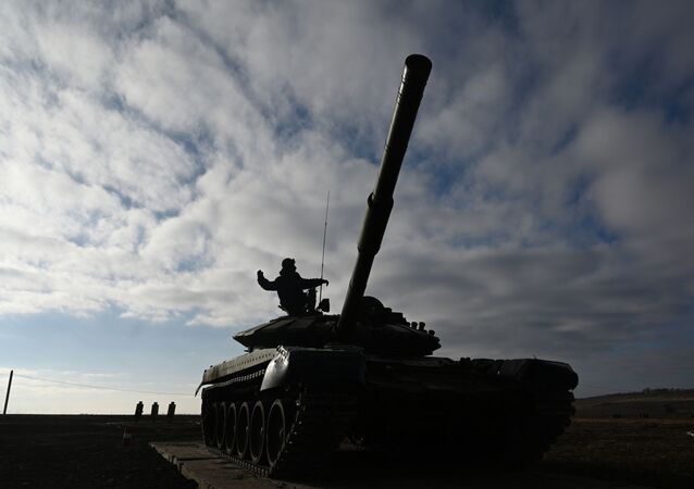 A T-72B3 tank operated by a crew