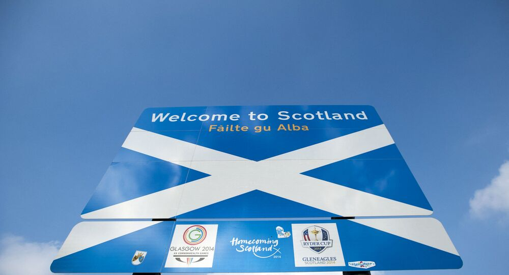 A sign welcomes visitors to Scotland near the town of Selkirk on the border between England and Scotland on September 11, 2014, ahead of the referendum on Scotland's independence.