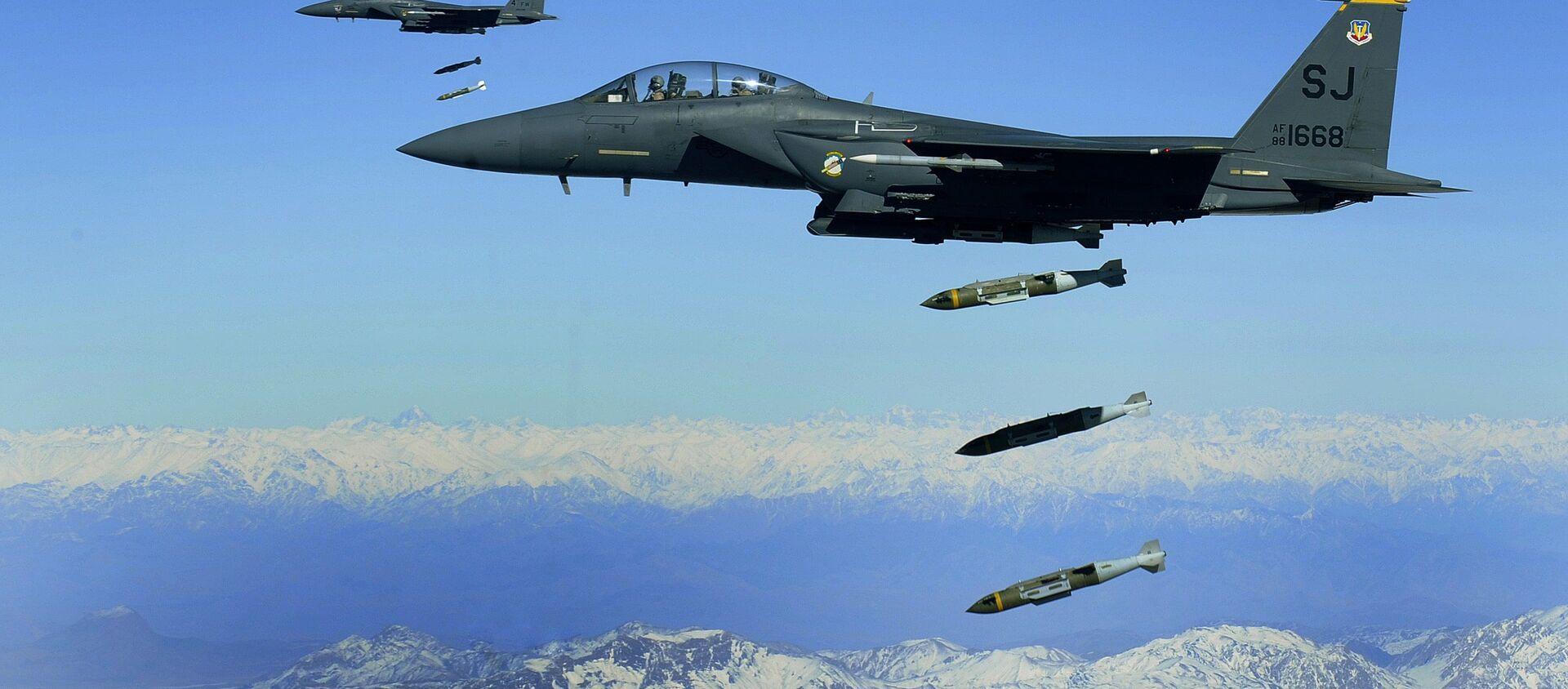 U.S. Air Force F-15E Strike Eagles drop bombs in Afghanistan - Sputnik International, 1920, 25.07.2021