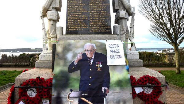 A giant photograph of Captain Tom Moore is added to a war memorial in the centre of Milford Haven, Wales, Britain, February 9, 2021. - Sputnik International