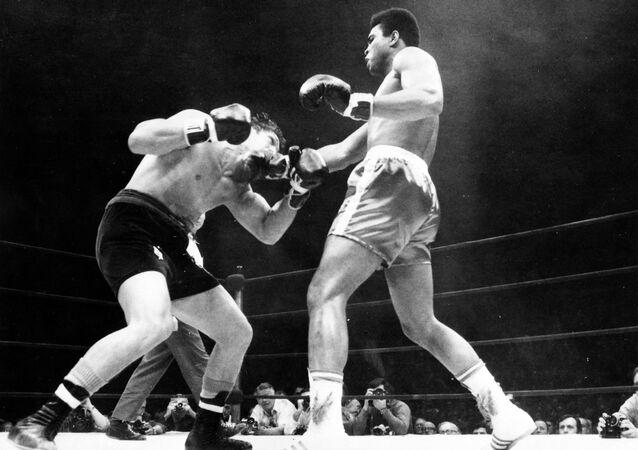 Oscar Bonavena fighting Muhammad Ali at Madison Square Garden in New York in 1970