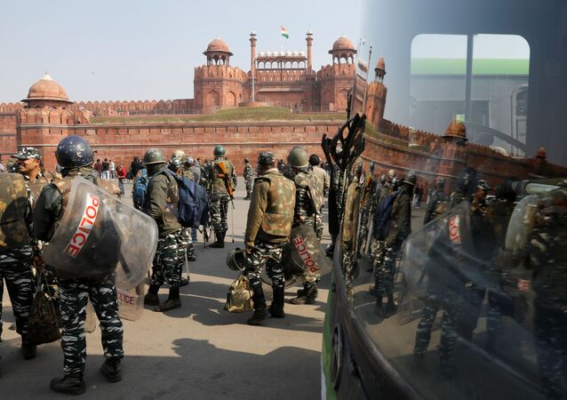 Policemen in riot gear stand guard in front of the historic Red Fort after Tuesday's clashes between police and farmers, in the old quarters of Delhi, India, 27 January 2021. REUTERS/Adnan Abidi