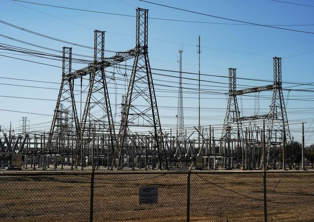FILE PHOTO: An electrical substation is seen after winter weather caused electricity blackouts in Houston, Texas, U.S. February 20, 2021.  REUTERS/Go Nakamura/File Photo