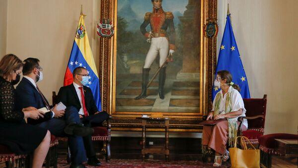 Venezuela's Foreign Minister Jorge Arreaza talks to the ambassador of the European Union to Venezuela, Isabel Brilhante Pedrosa, during a meeting at the Foreign Ministry headquarters in Caracas, Venezuela February 24, 2021.  - Sputnik International