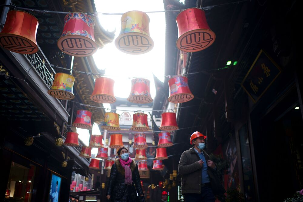 People wearing face masks walk at Yu Garden decorated with lanterns ahead of the Chinese Lunar New Year festivity, following the coronavirus disease (COVID-19) outbreak in Shanghai, China 27 January 2021.