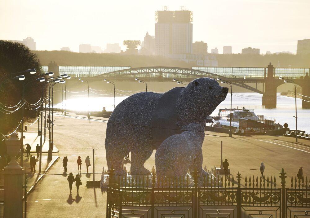 A polar bear-like installation in Moscow's Gorky Park.