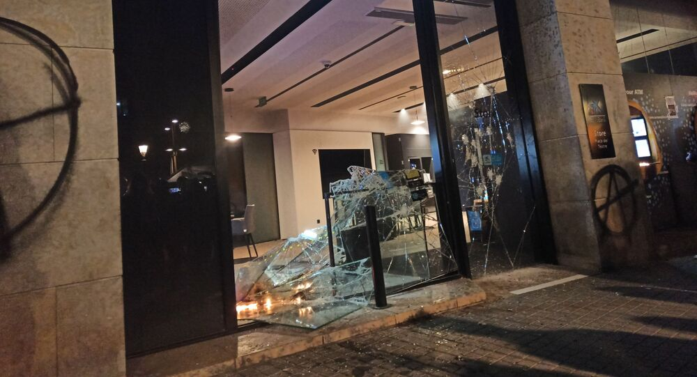 Participants of Protests Over Arrest of Rapper Pablo Hasel in Spain Smash Windows, Set Up Barricades
