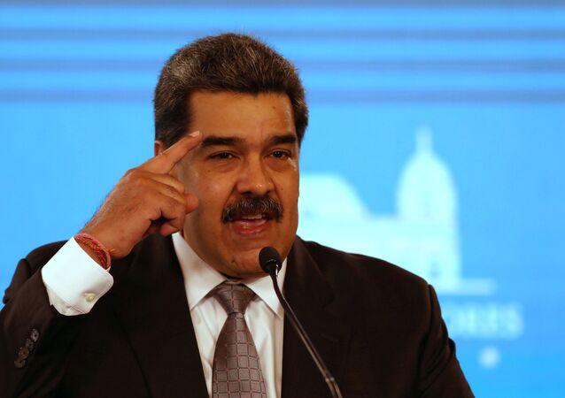 Venezuela's President Nicolas Maduro shows a protective face mask during a news conference in Caracas, Venezuela, February 17, 2021. REUTERS/Fausto Torrealba