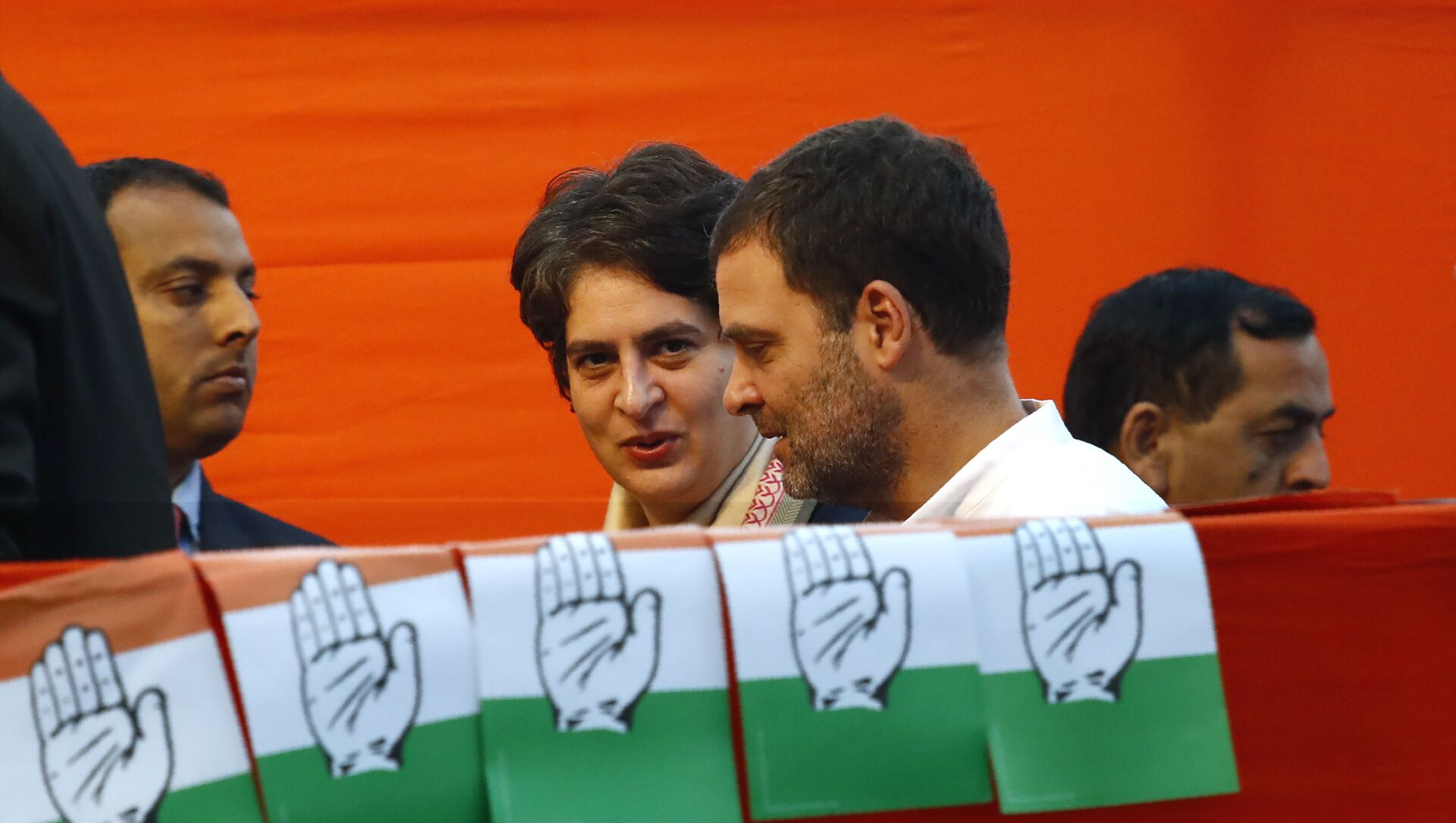 Congress party leader Rahul Gandhi, center, talks to his sister and party General Secretary Priyanka Vadra, as they arrive for an election campaign rally for the upcoming Delhi elections, in New Delhi, India, Tuesday, Feb. 4, 2020 - Sputnik International, 1920, 26.07.2021