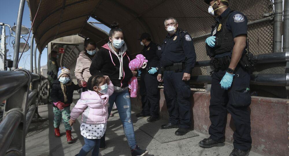 A migrant family crosses the border into El Paso, Texas, in Ciudad Juarez, Mexico, Friday, Feb. 26, 2021.