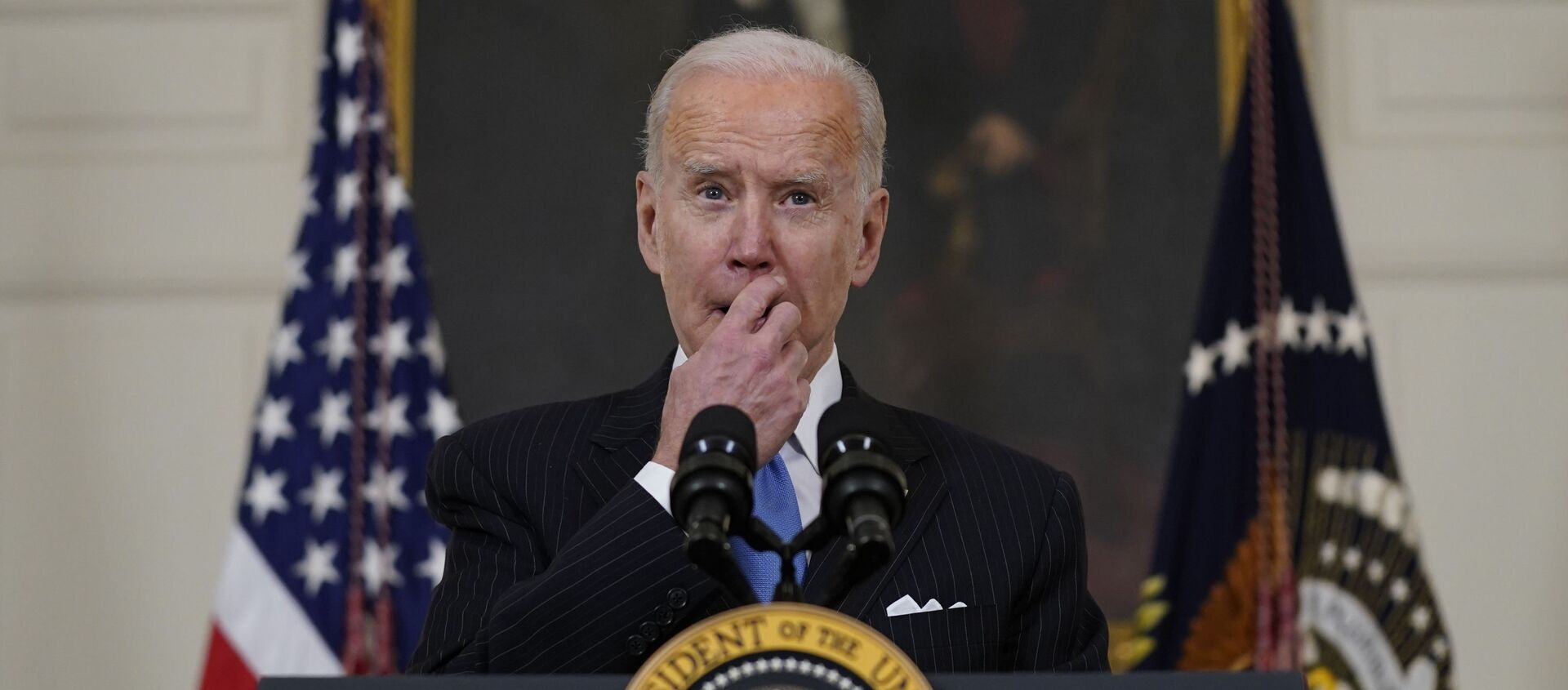 President Joe Biden speaks about efforts to combat COVID-19, in the State Dining Room of the White House, Tuesday, March 2, 2021, in Washington - Sputnik International, 1920, 06.03.2021