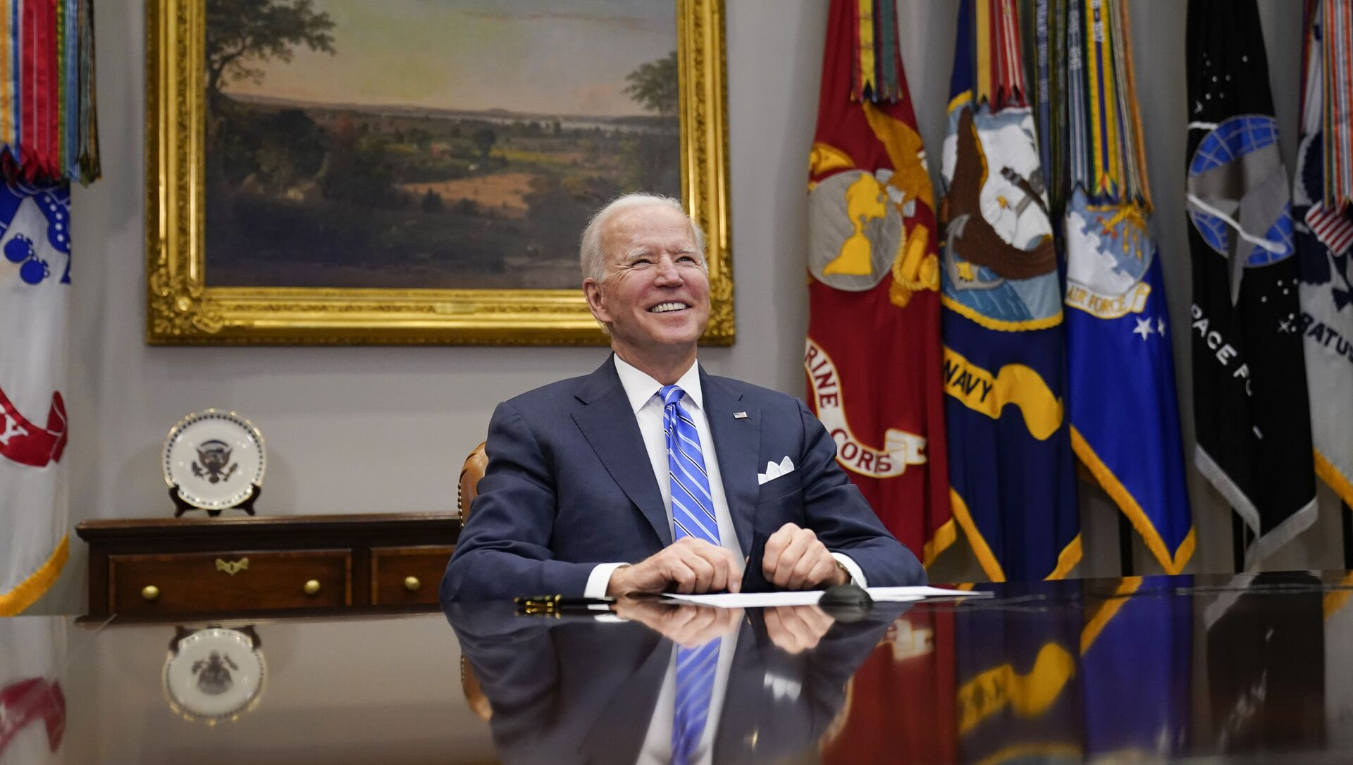President Joe Biden congratulates NASA's Jet Propulsion Laboratory Mars 2020 Perseverance team for successfully landing on Mars during a virtual call in the Roosevelt Room at the White House, Thursday, March 4, 2021 - Sputnik International, 1920, 06.03.2021