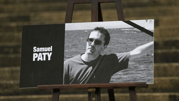 The portrait of slain teacher Samuel Paty is displayed with a black ribbon on the steps of the National Assembly in Paris on  20 October 2020. - Sputnik International