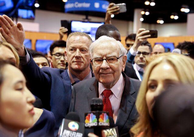 Berkshire Hathaway Chairman Warren Buffett walks through the exhibit hall as shareholders gather to hear from the billionaire investor at Berkshire Hathaway Inc's annual shareholder meeting in Omaha, Nebraska, U.S., May 4, 2019