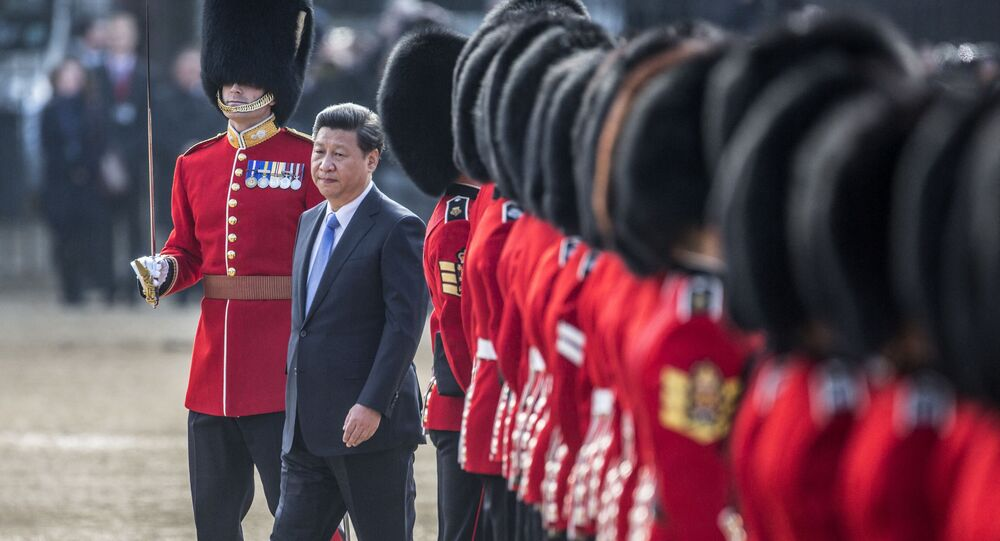 Chinese President Xi Jinping (C) inspects the guard of honour on Horse Guards Parade in central London on October 20, 2015 during the ceremonial welcome for Chinese President Xi Jinping and his wife Peng Liyuan on the first official day of a state visit.