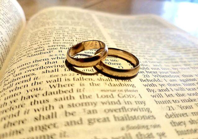 Bible, wedding bands