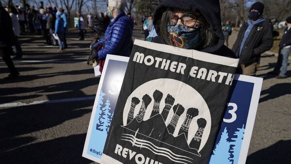 Protesters gather along the Mississippi River in St. Paul, Minn., Thursday, March 11, 2021, to call on President Biden to stop the tar sands Line 3 pipeline that Enbridge is currently constructing in northern Minnesota. - Sputnik International