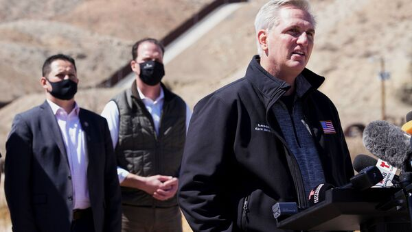 House Minority Leader Kevin McCarthy speaks to the press during a tour for a delegation of Republican lawmakers of the US-Mexico border, in El Paso, Texas, U.S.,March 15, 2021. - Sputnik International