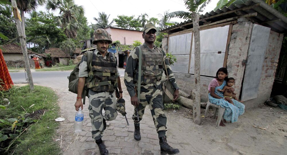 Indian Border Security Force soldiers arrive to guard a polling booth in Baruipur village, about 20 kilometers (12 miles) south of Kolkata, India (File)