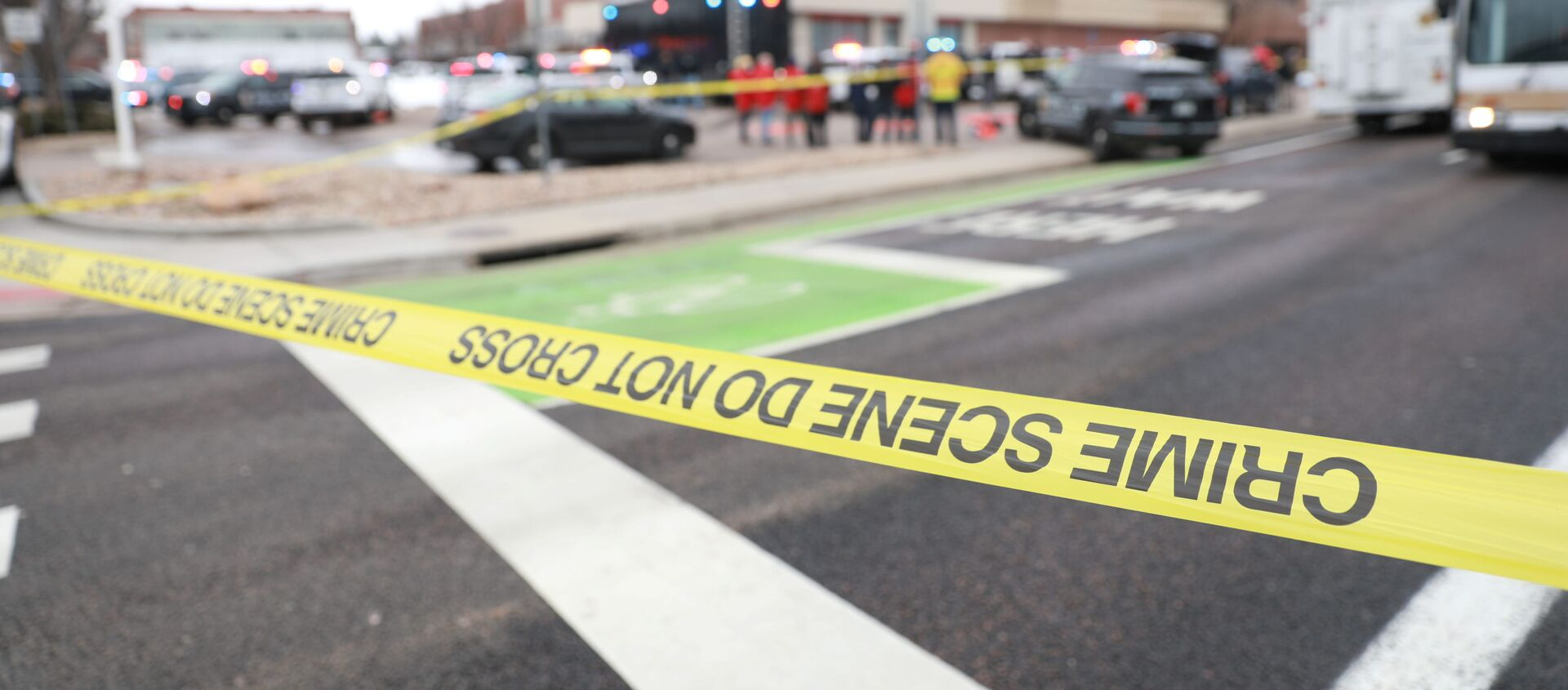 Police tape is seen at the perimeter of a shooting site at King Soopers grocery store in Boulder, Colorado, U.S. March 22, 2021.   - Sputnik International, 1920
