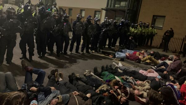 Police officers stand in position as protesters demonstrate against new policing laws in Bristol, Britain, early March 24, 2021 - Sputnik International