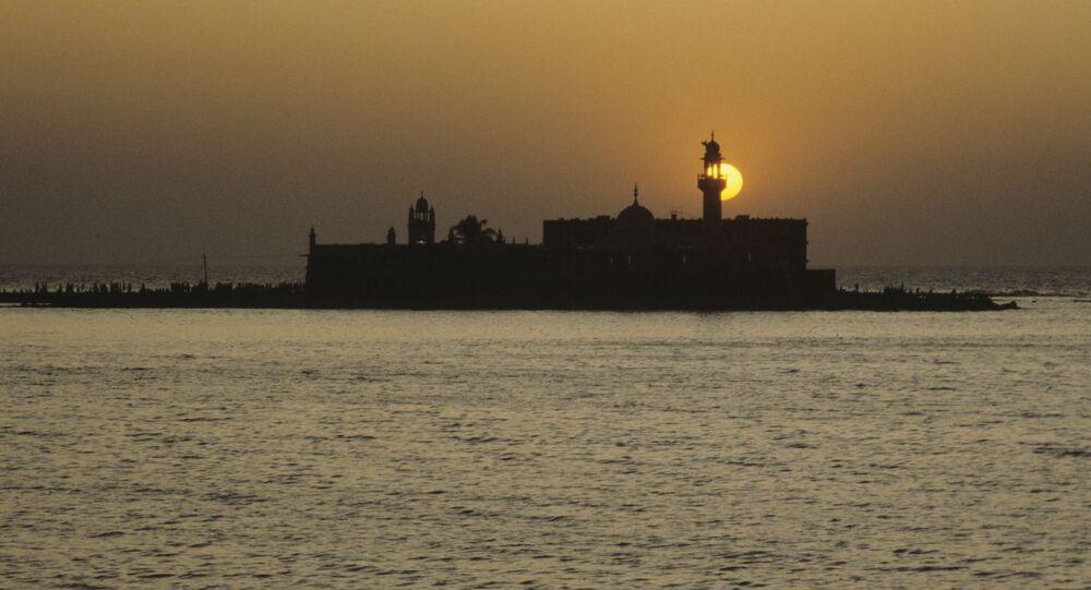 Haji Ali Mosque, Arabian Sea.