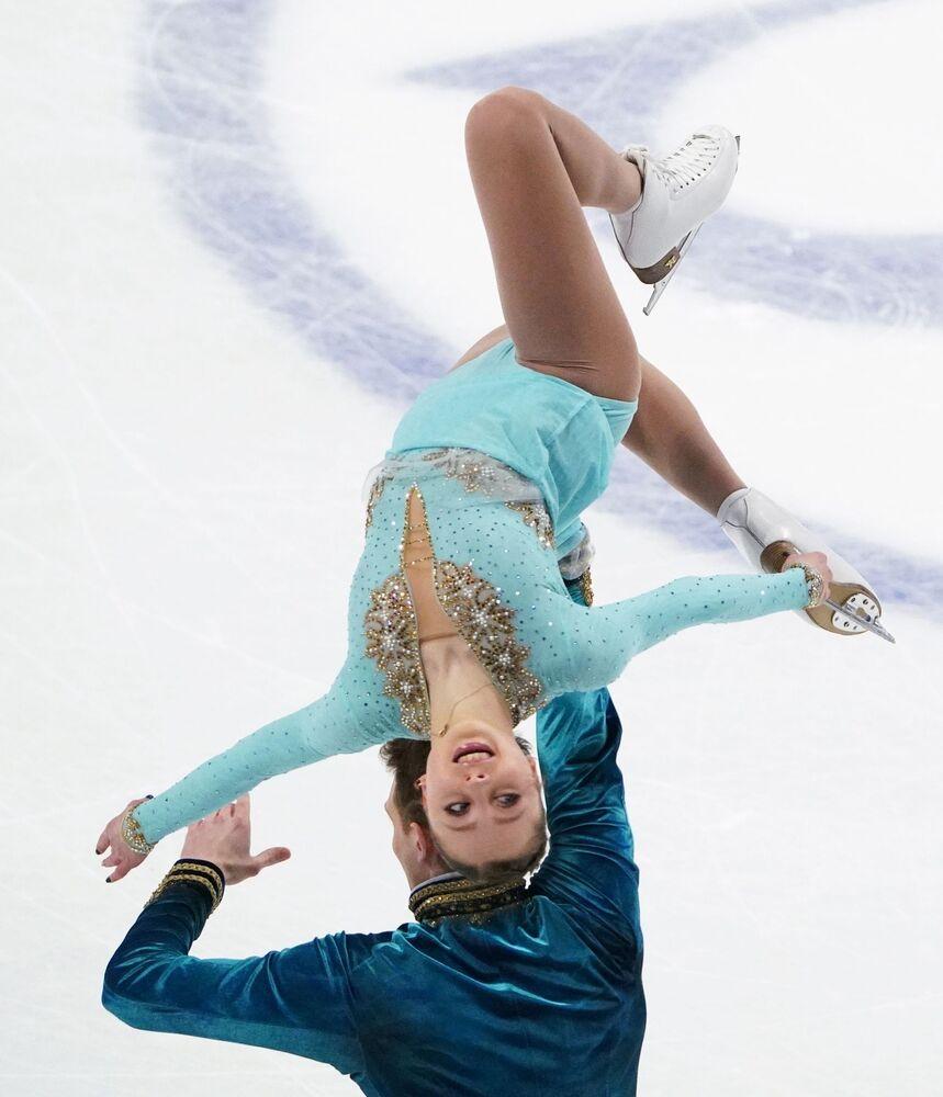 Alexandra Boikova and Dmitry Kozlovsky of Russia.