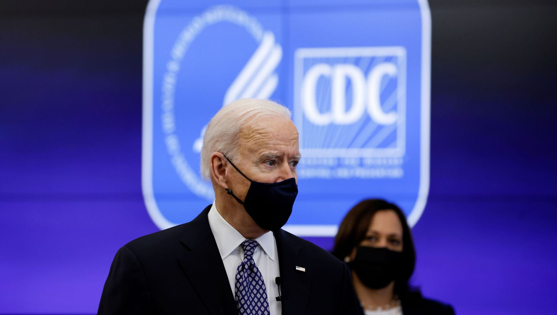 U.S. President Joe Biden and Vice President Kamala Harris receive an update on the fight against the coronavirus disease (COVID-19) pandemic as they visit the Centers for Disease Control and Prevention (CDC) in Atlanta, Georgia, U.S., March 19, 2021 - Sputnik International, 1920, 30.03.2021