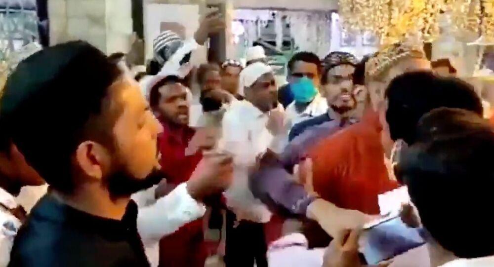 Muslim mob disrupts aarti in Machhindranath temple