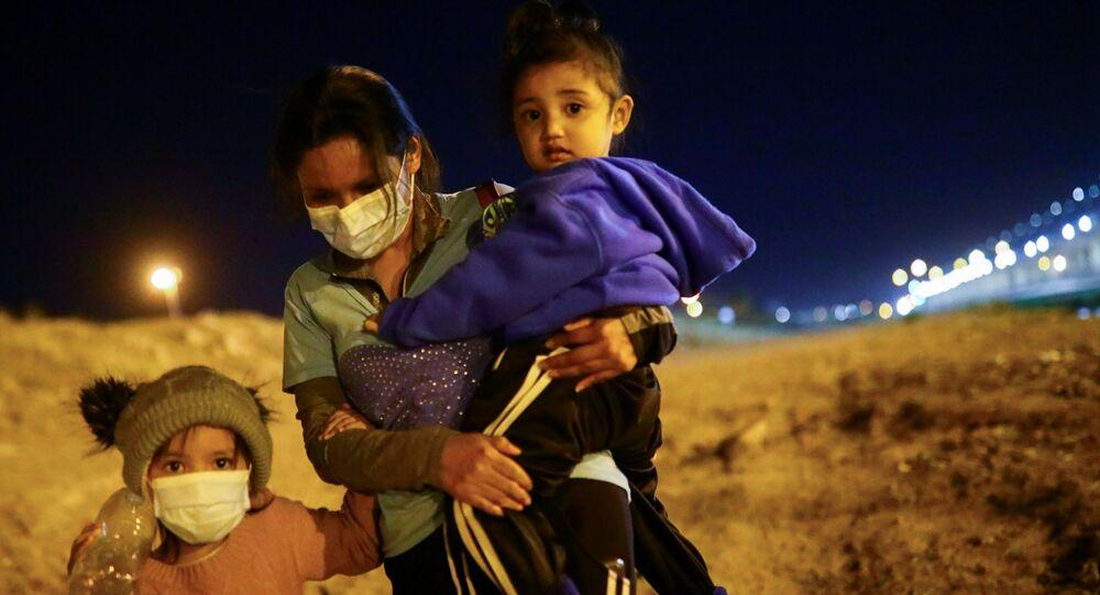 Child Migrants Held in Dirt Floored Open-Air Pens Under Texas Bridge — Video                REUTERS  EDGARD GARRIDO