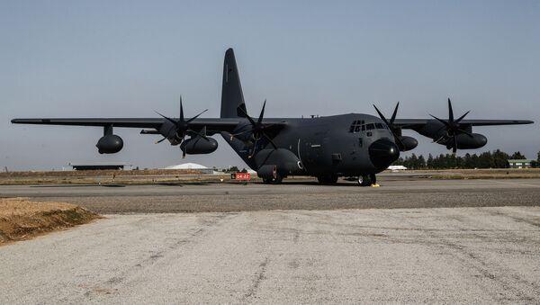 US Military Transport Aircraft the Lockheed C-130J Super Hercules spotted in Kiev. - Sputnik International