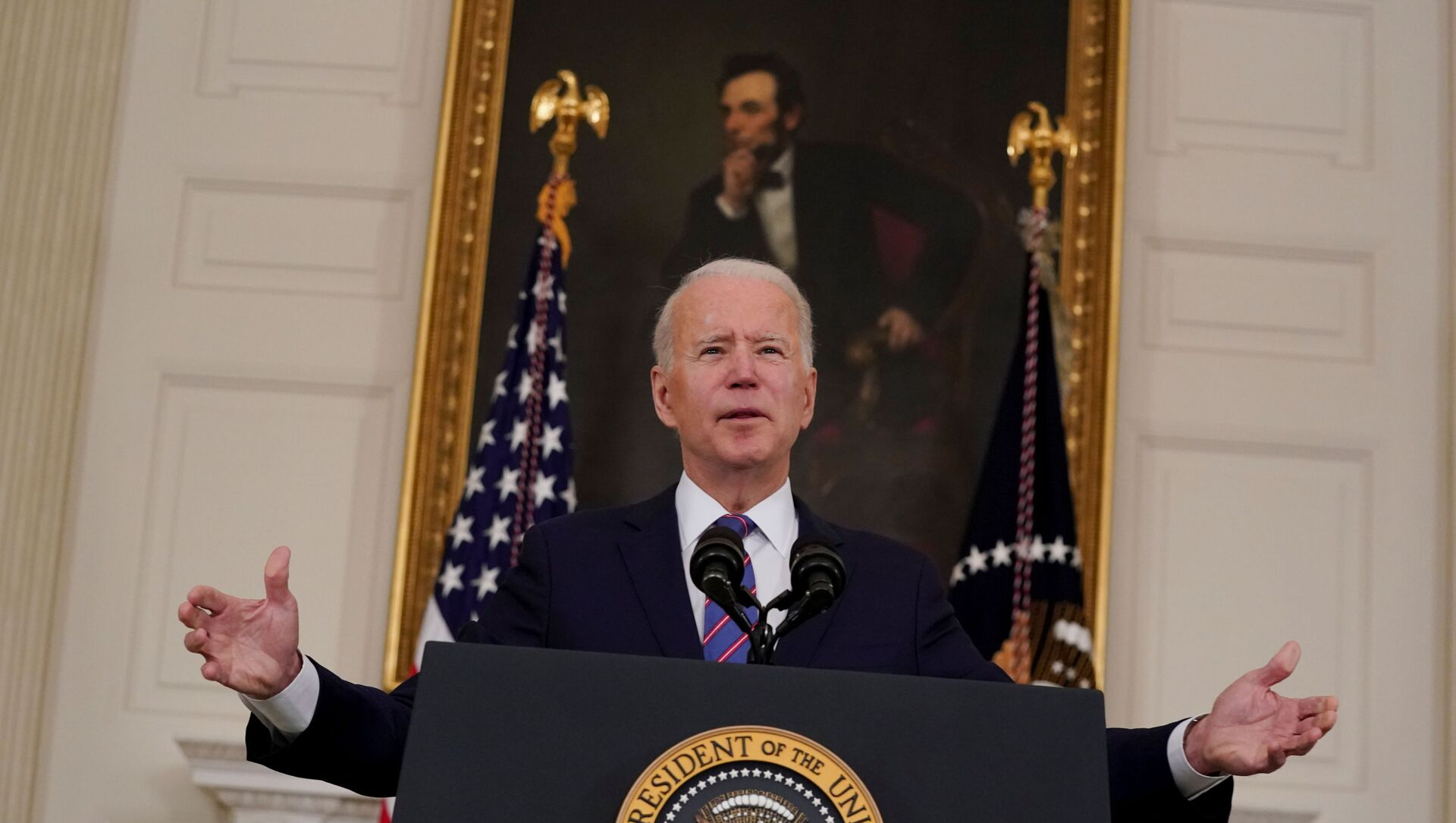 U.S. President Joe Biden delivers remarks on the Department of Labor's March jobs report from the State Dining Room at the White House in Washington, D.C., U.S.,  April 2, 2021. - Sputnik International, 1920, 06.04.2021